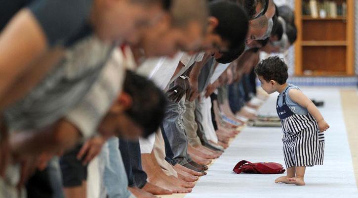 মসজিদে বাচ্চাদের সাথে কেমন ব্যবহার করা উচিত?